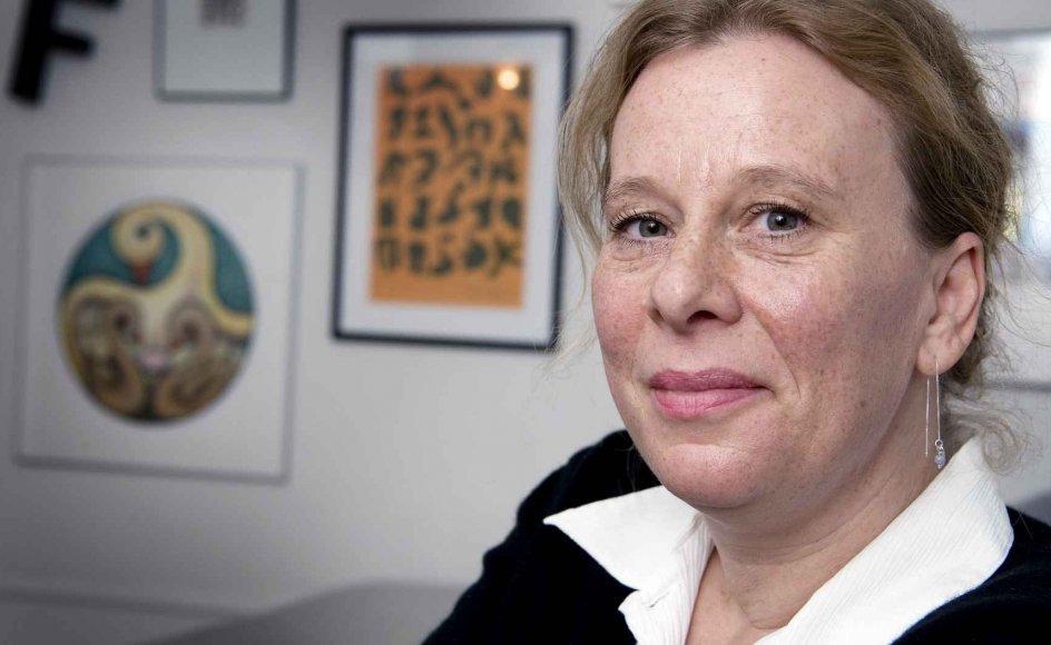 """Lotte Kirkeby skriver sig som det naturligste af alt ind i den nye sorgtendens med sin første roman """"De nærmeste""""."""
