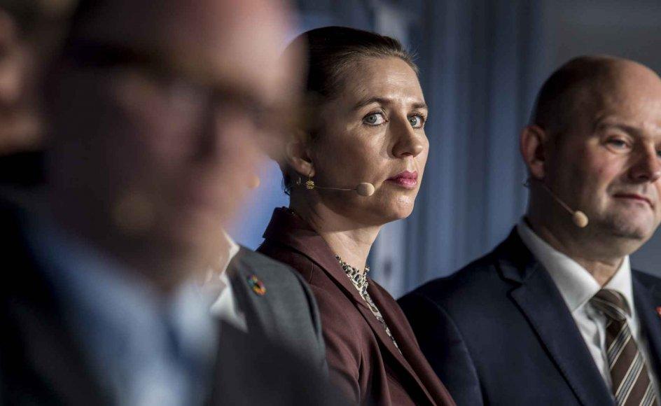 Partiformand Mette Frederiksen (S) mener, at det bliver svært at lande en aftale om differentieret pensionsalder med regeringen.
