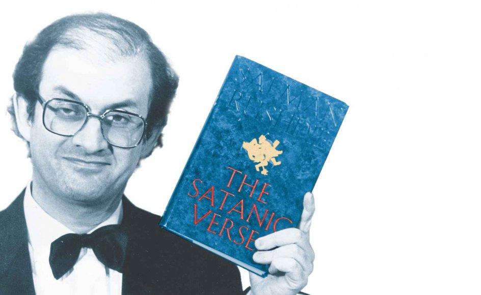 "Salman Rushdie med ""De sataniske vers"", fotograferet i november 1988, da han vandt Whitbread-prisen for årets bedste roman."