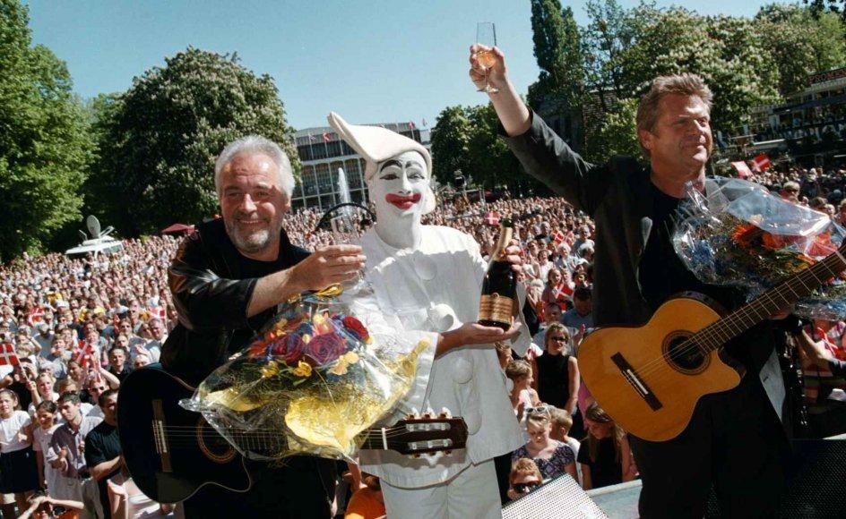 """Brødrene Olsen vandt Eurovision i 2000 med sangen """"Smuk Som Et Stjerneskud"""" og red efterfølgende på en bølge af popularitet, som her da duoen blev fejret i Tivoli. Populariteten smittede af på grandprix-seertallene i årene efter, hvor omkring to millioner seere så med i 2001 og 2002. (Arkivfoto)"""