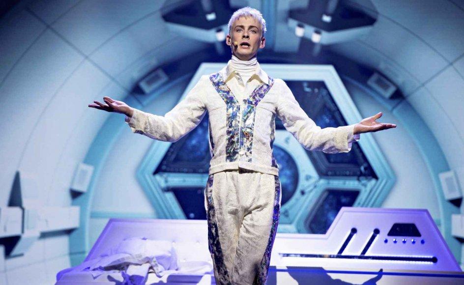 Sigmund Trondheim, som sidste år deltog i X Factor og for nyligt vandt tredjepladsen i Melodi Grand Prix, er blevet sendt i skammekrogen af LGBT-miljøet, fordi han udtrykker holdninger, de fleste danskere er enige i eller kan diskutere over en kop kaffe, skriver sognepræst Merete Bøye. Her ses Sigmund Trondheim ved generalprøven til Melodi Grand Prix. –