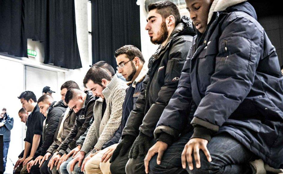 Den islamiske organisation Hizb ut-Tahrir, som flere gange har opfordret til drab på jøder, indkalder til bøn nu på fredag på Christiansborg Slotsplads. Billedet er fra Hizb ut-Tahrirs debatmøde i Nørrebrohallen oven på terrorangrebet i København i 2015.
