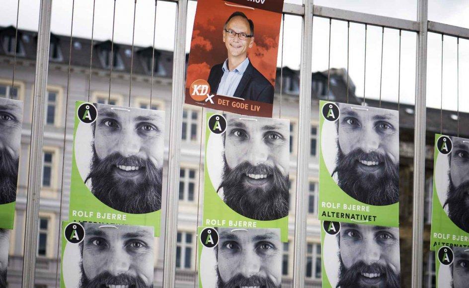 """Valgplakaterne bekræfter beroligende mange vælgere i, at """"deres"""" parti er inde i valgkampen, og opmuntrer dem til at holde fast ved det foretrukne parti."""