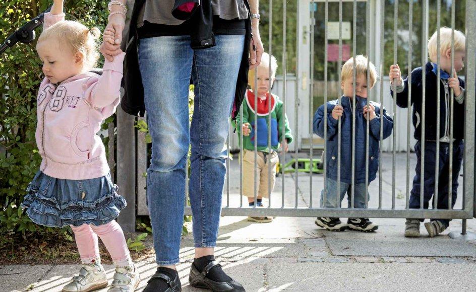 Selvom vi har engagerede pædagoger, som giver børnene nærhed og opmærksomhed, er de underlagt urimelige rammer, mener psykologerne Sofie Groth og Ulla Dyrløv. – Arkiv