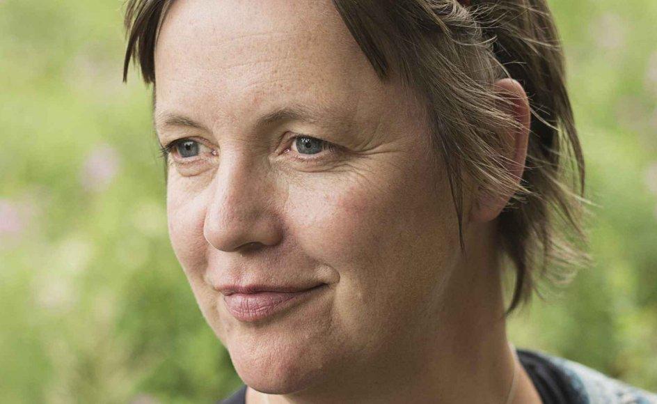 """""""Jeg følte mig også meget alene, da min far døde,"""" siger Katrine Marie Guldager, der er aktuel med en roman, der handler om en mand, der mister sin mor tidligt i livet. –"""