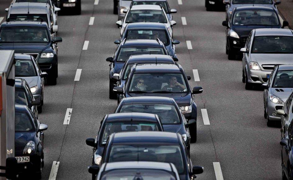 Gennem mange år har roadpricing været nævnt som en af løsningerne på den voksende biltrafik. Her er det motorvejstrafik ved København. (Arkivfoto)