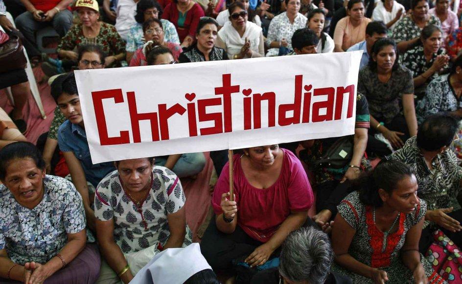 I juni stod ekstremister bag flere tilfælde af kristenforfølgelser. Her demonstrerer kristne i den indiske by Mumbai.