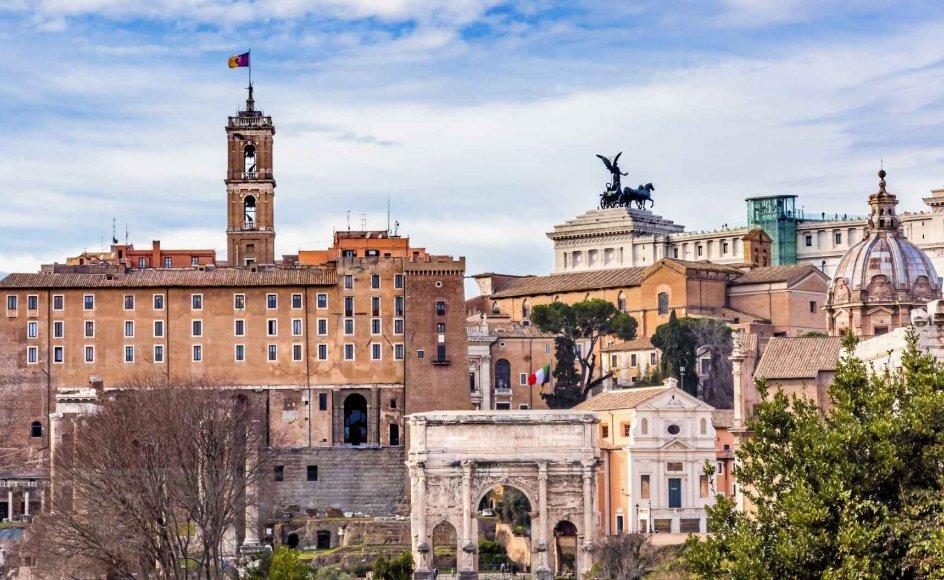 """""""Rom er vistnok den eneste By, i hvilken en Fremmed uden Familie-Bekjendtskaber kan voxe fast og blive som hjemme,"""" skriver H.C. Andersen i europarejseberetningen """"En Digters Bazar"""". –"""