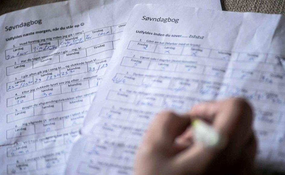 I sin søvndagbog har Lene Pedersen evalueret sine nætter og noteret, om hun har dyrket motion, været ude i dagslys og drukket kaffe og alkohol.