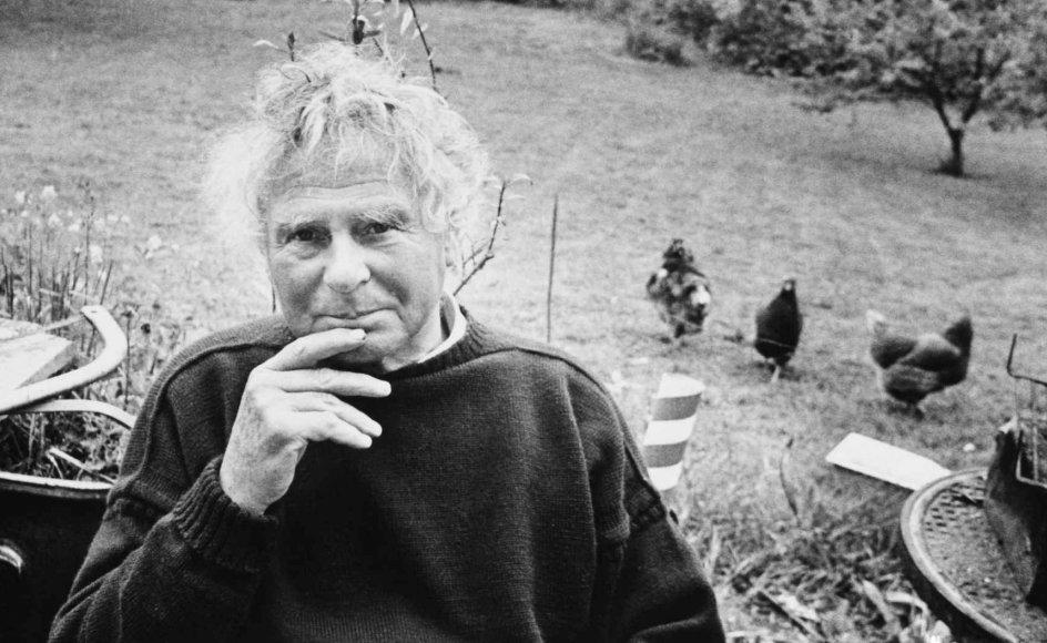 """Peter Seeberg døde i 1999 og er blandt de mest anerkendte forfattere i dansk modernisme. Han ønskede selv, at """"Hyrder"""" blev læst i kristen-eksistentiel retning. Her ses han i 1977."""