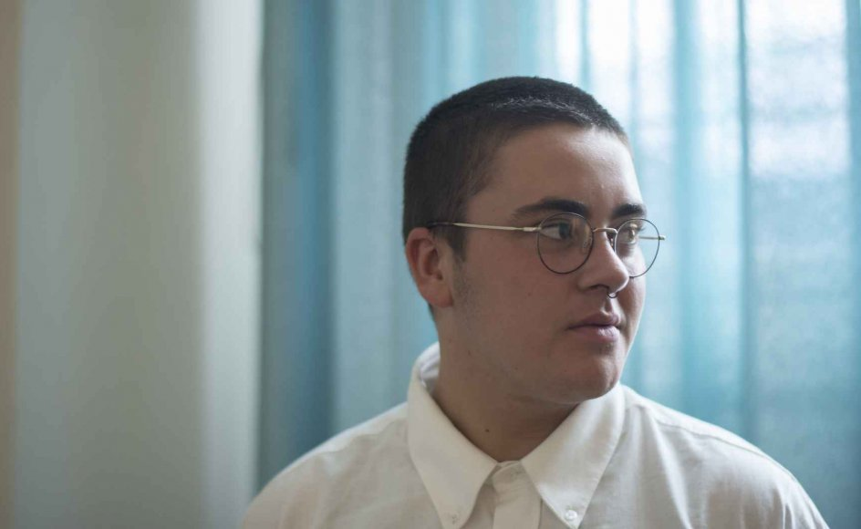 Charlie Hanghøj viste allerede som fireårig tegn på, at han var transkønnet. I dag er han 19 år og er lige startet i 3.g på Sankt Annæ Gymnasium i København. – Fotos: Julie Meldhede Kristensen