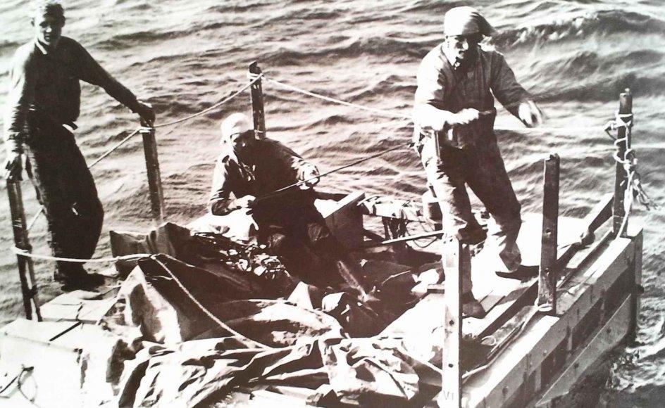 """Da """"M/S Panama"""" gik ned, var det den danske handelsflådes sidste forlis i krigen, og det skete på den 11. april 1945. 23 danske søfolk omkom. De fem overlevende fik bjærget sig på to redningsflåder og blev reddet af en canadisk fregat efter 18 dage på havet. –"""