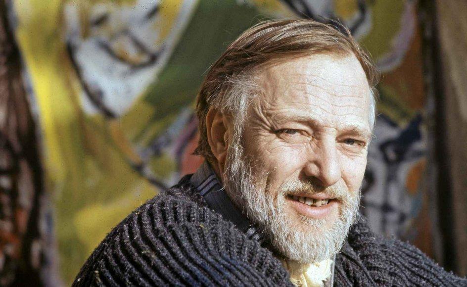 Asger Oluf Jørgensen – med kunstnernavnet Asger Jorn – blev født i Vestjylland i 1914 og døde i Aarhus i 1973. Den internationalt berømmede kunstner er nu centrum i en disput mellem førende Jorn-forskere. Her ses Asger Jorn i i sit hjem i Albissola, Italien. –