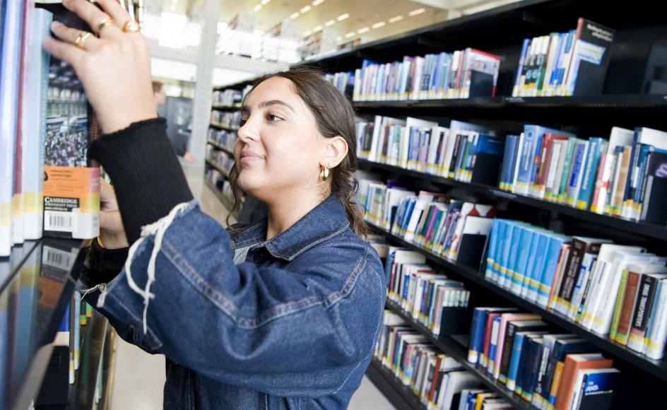 En ny undersøgelse fra Arbejderbevægelsens Erhvervsråd viser, at især kvinder med anden etnisk baggrund end dansk er mønsterbrydere. En af dem er 23-årige Handan Öztemur, der lige er begyndt på Roskilde Universitet.