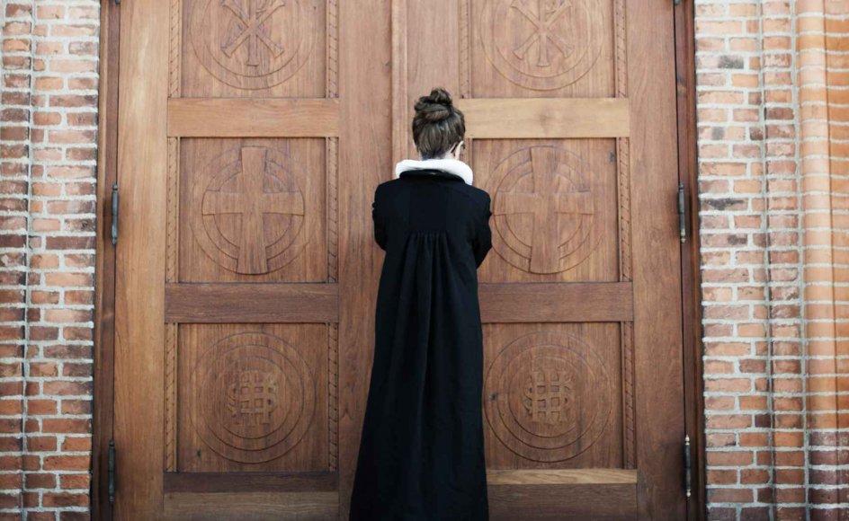 """""""Det er på mange måder en formalisering af, hvad der allerede sker. Mange missionsfolk har ikke noget problem med at gå i kirke hos kvindelige præster,"""" siger Torben Bramming,  sognepræst i Ribe Domkirke."""