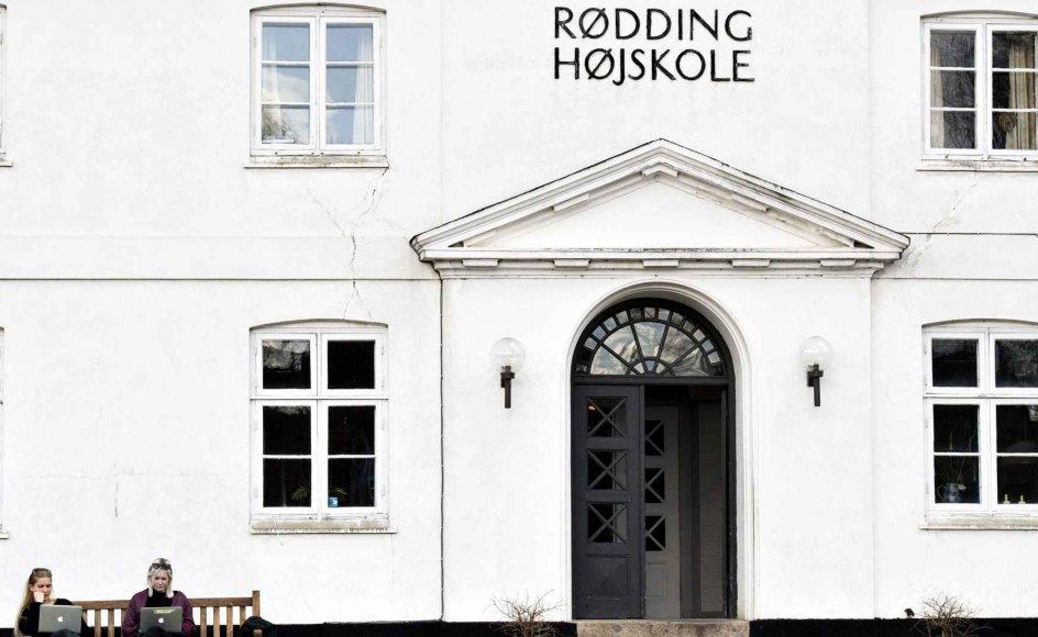 Rødding Højskole åbnede i 1844. Men det er ikke sikkert, at højskolen er verdens ældste, siger flere historikere.