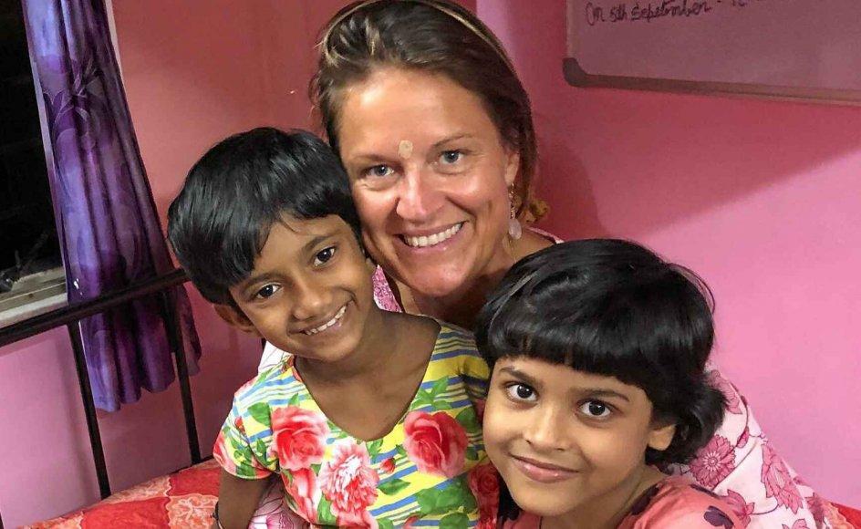"""""""Jeg kunne ikke vende mig væk,"""" siger Lisbeth Johansen om mødet med gadebørnene i Kolkatas slum, som hun i dag blandt andet hjælper ved at drive en specialskole og et børnehjem. Omkring 250.000 af Indiens 12 millioner gadebørn bor i det tidligere Calcutta. – Privatfoto."""
