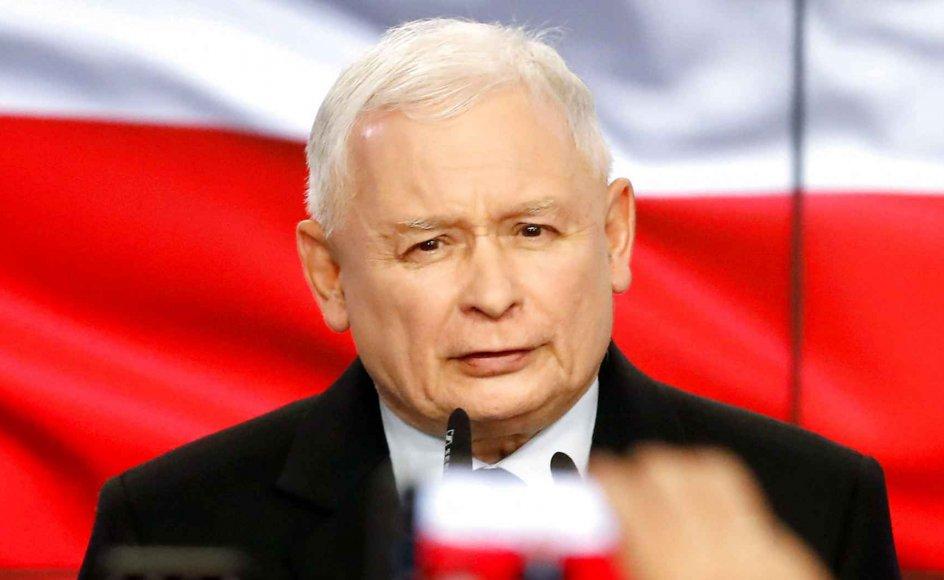 Søndag stod i sejrens tegn for det polske nationalkonservative PiS-regeringsparti, der vandt parlamentsvalget. Alligevel var partiets leder, Jaroslaw Kaczynski, som anses for at være Polens mest magtfulde mand, en smule skuffet efter valgsejren.