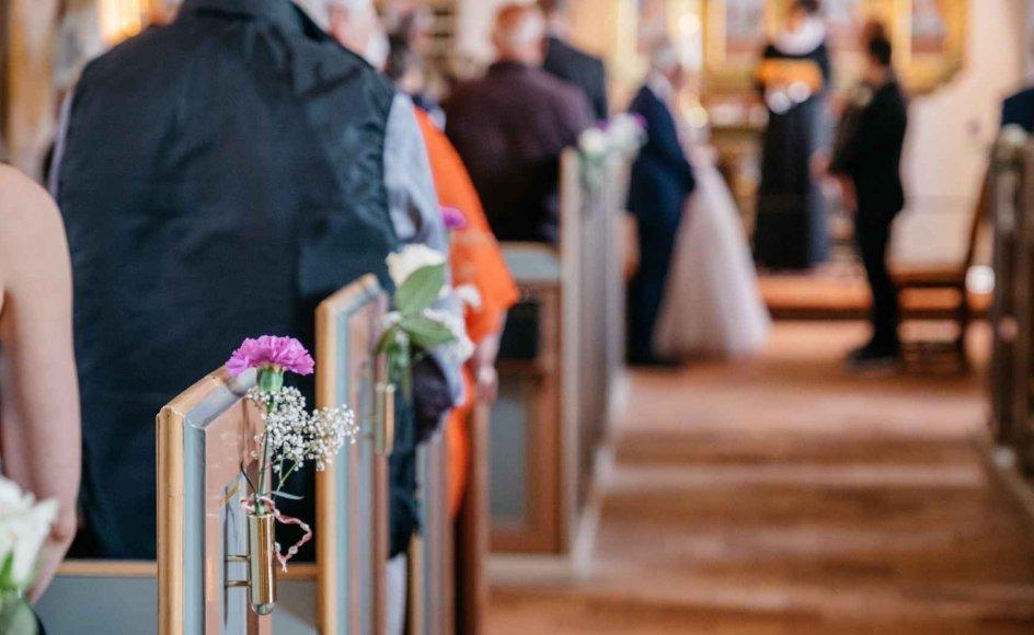 Tre forskere har lavet en værdiundersøgelse af danskernes tro og er kommet frem til, at folkekirkemedlemmer ikke er særligt troende. Men lektor emeritus Hans Hauge mener, at undersøgelsen er meget problematisk, for folkekirkemedlemmer er alle døbt og dermed kristne. Man kan jo ikke spørge: Er du meget døbt? –