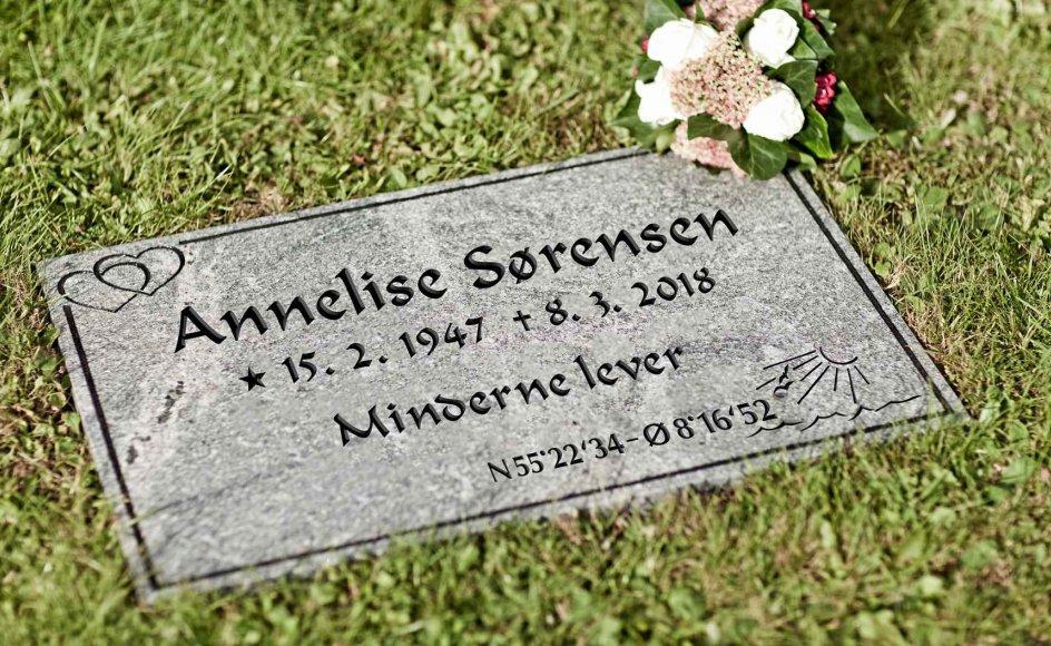 Danske Stenhuggerier er begyndt at lave mindesten til kirkegårdene, som angiver koordinater for, hvor på havet en afdøds aske er spredt. Her ses en model for, hvordan stenene kan se ud. – Foto: Danske Stenhuggerier.