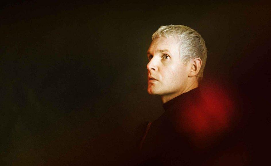 Forsanger Niels Brandts tekster rammer det rigtige sted, skriver Christian Hjortkjær.