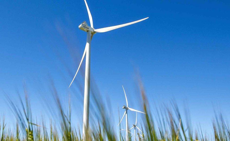 Naboer til kommende vindmøller vil i fremtiden blive kompenseret med 5000 kroner årligt ifølge en ny politisk aftale. (Arkivfoto)