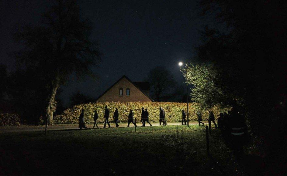 """I Rudme på Midtfyn har kunstnerfællesskabet Myrkr i år afholdt såkaldte """"mørkevandringer"""", hvor lokale har kunnet opleve, hvordan velkendte steder forandrer sig i mørket. – Alle fotos: Kristoffer Juel Poulsen."""