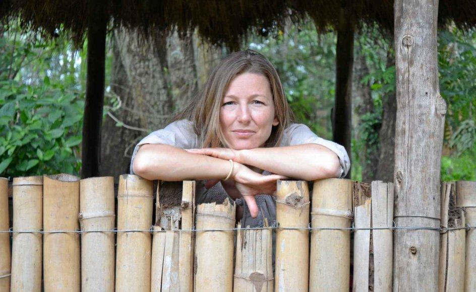 """Det er benhårdt arbejde, og undertiden aner hun ikke, hvor de næste penge skal komme fra, men Anne Egelund kunne ikke forestille sig noget mere meningsfuldt end at hjælpe fangerne i Zambias fængsler. """"Hvis man vil gøre noget for nogen, der har det svært, kan man ikke komme længere ned på bunden end Zambias fængsler,"""" siger hun. – Foto: Ubumi."""