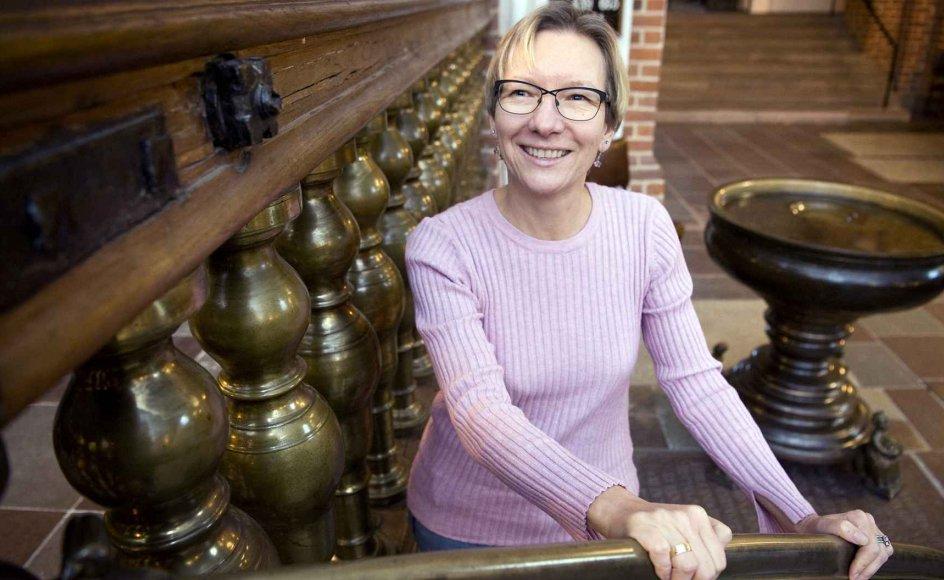 I mange år var Dorthe Rozalia Horup glad for ikke at være medlem af folkekirken, men da hun mistede sin svigermor, begyndte tanken om at blive døbt at tage form. – Foto: Leif Tuxen.