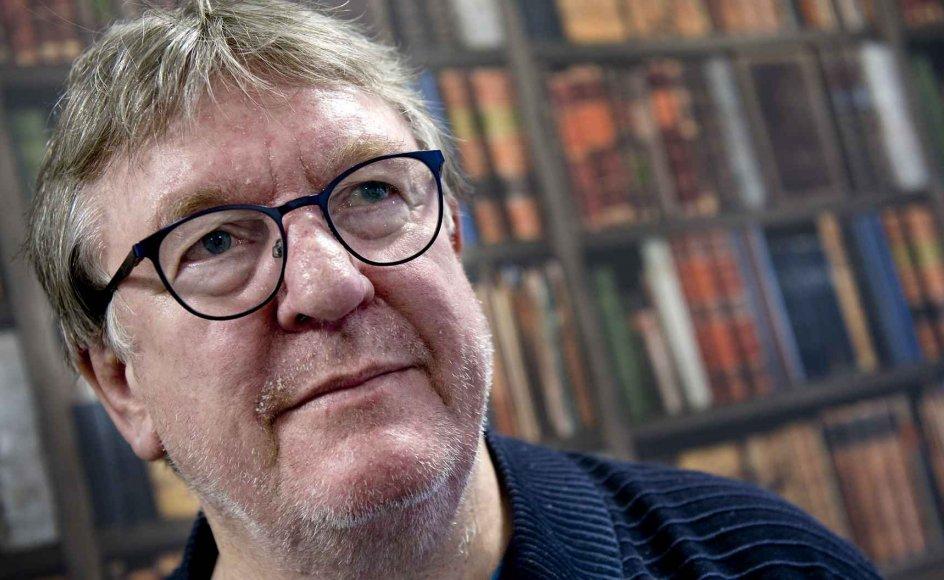 Hans Otto Bisgaard, 74 år, arbejdede i 47 år i DR, inden han gik på pension i 2017. Han har lavet tusindvis af timers radio og tv. Han er gift med Hanne og far til Mette Marie samt Jeppe, der døde i 2018. – Foto: Leif Tuxen.