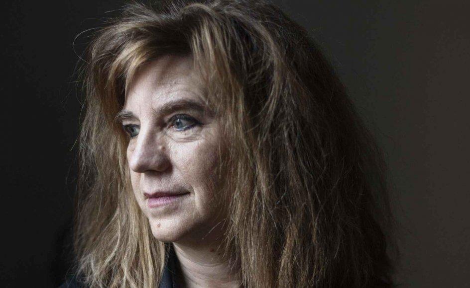 """På de sociale medier går bølgerne højt blandt forfattere og litterater, når Marianne Stidsens navn nævnes. Men hun er ikke selv på hverken Facebook eller noget af det andet. """"Hvis jeg virkelig dykkede ned i det, folk skriver om mig, ville jeg jo blive oprørt, jeg ved ikke hvor mange gange, hver eneste dag,"""" siger hun. – Foto: Julie Meldhede Kristensen."""