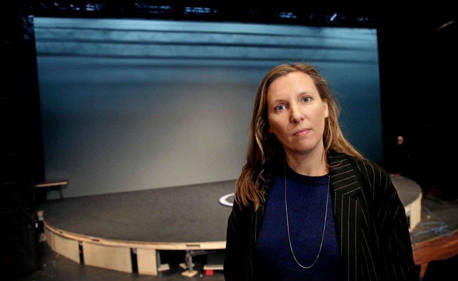 """Anja Behrens havde aldrig hørt om Kaj Munk og """"Ordet"""", da hun blev bedt om at instruere forestillingen, der snart har premiere på Aarhus Teater. I hendes version håber hun, at publikum vil opleve stykket som et levende maleri. – Foto: Mikkel Cantzler Christensen/Aarhus Teater."""