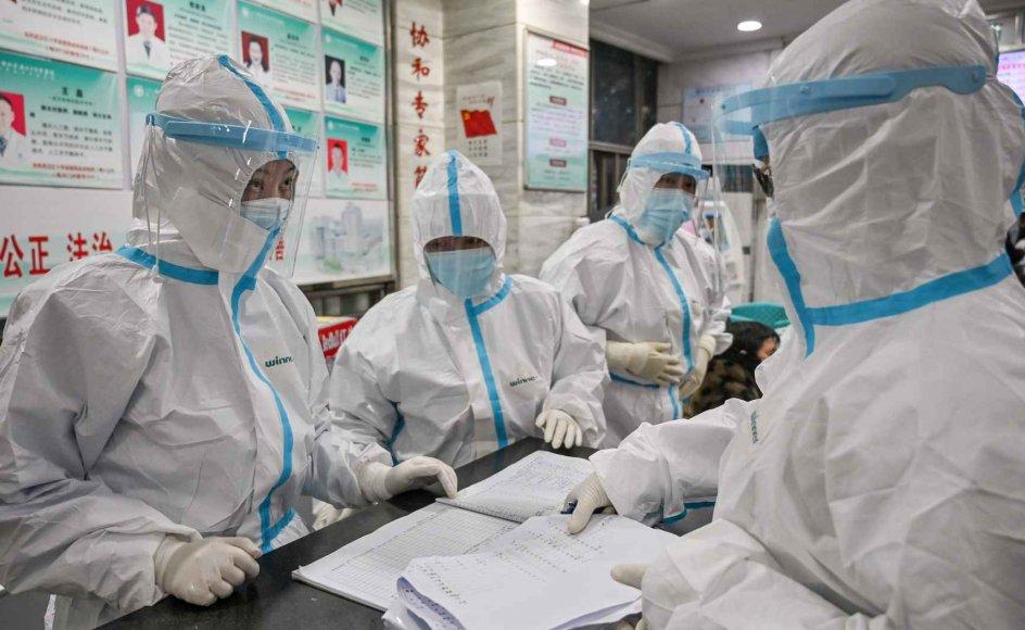 Der er mangel på medicinsk udstyr og mundbind i Kina, der kæmper med at inddæmme udbruddet af coronavirus, der har smittet flere end 20.000 personer i landet.