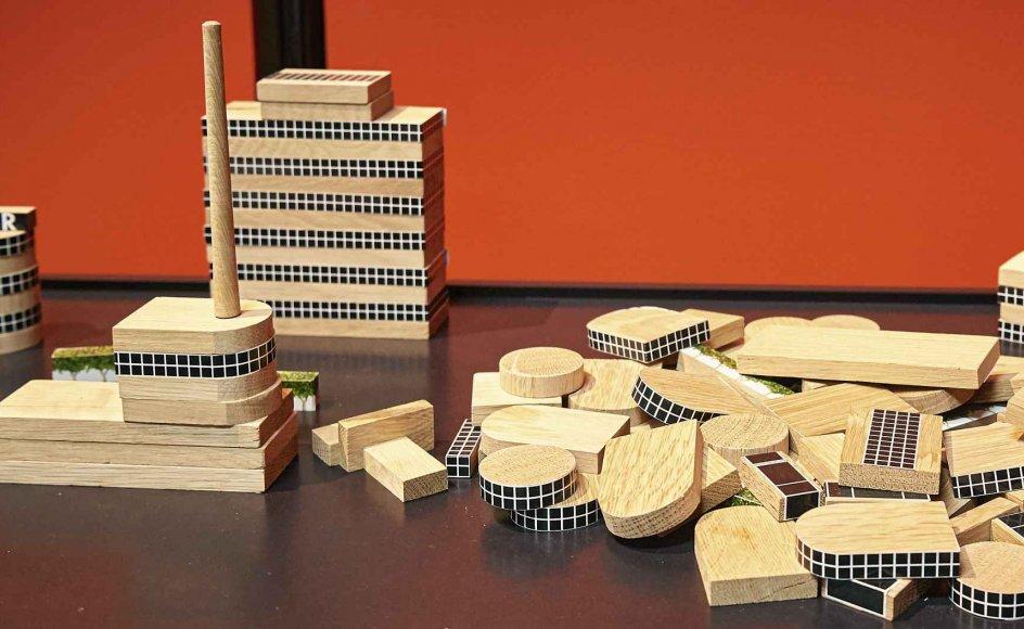Ved den danske funktionalisme er det Bauhaus i Tyskland, der med sine kubiske former øver indflydelsen. Selv børnene skulle lære at bygge med funktionalistiske byggeklodser. – Foto fra udstillingen.
