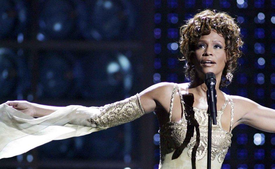 Whitney Houston optræder her til World Music Awards i 2004, otte år før sin død. Hologrammet, der optræder til koncerten i København, gengiver en yngre version af sangerinden.