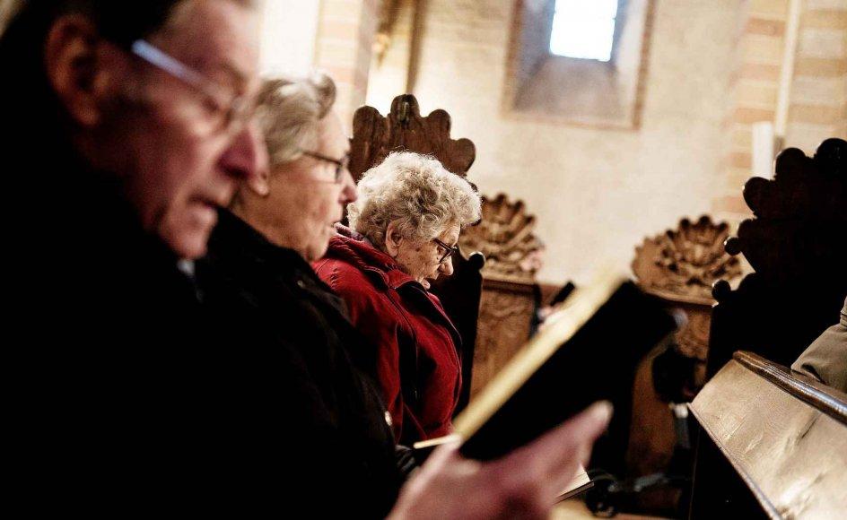 Flere kirkegængere er utilfredse med, at kirkernes gudstjenester er aflyste i morgen. Arkivfoto.