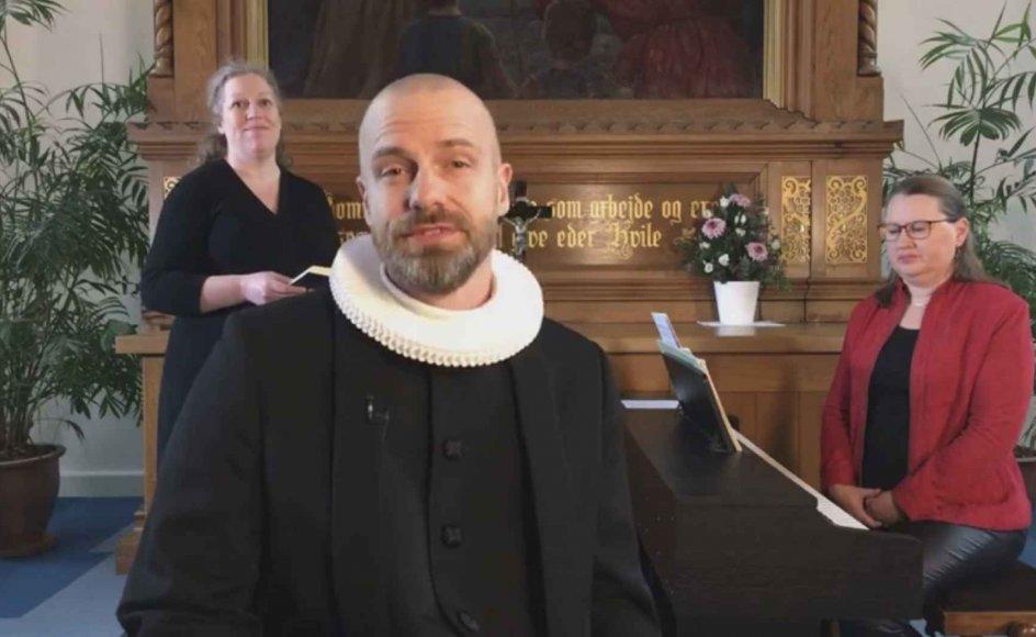 I Vor Frelsers Kirke i Aalborg var 275 personer med, da gudstjenesten blev sendt direkte på kirkens Facebook-profil, og optagelsen med blandt andet sognepræst Jesper Fodgaards prædiken er blevet set 5700 gange.