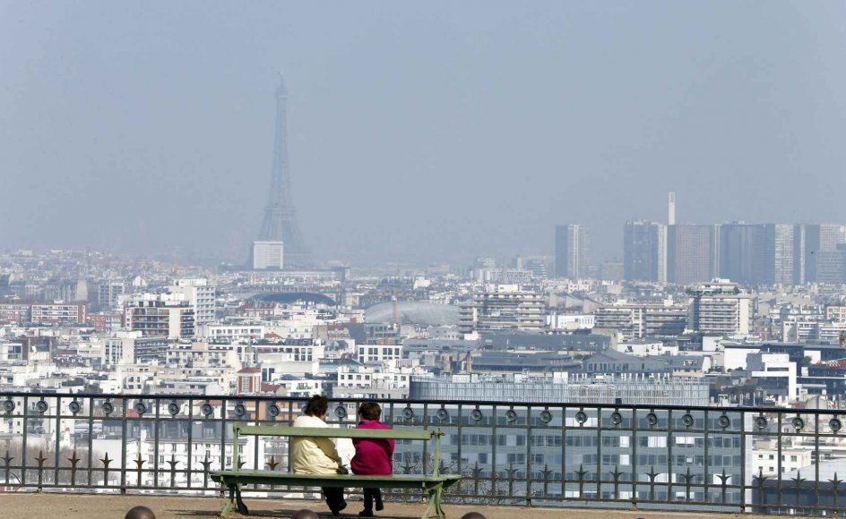 Luftforurening som her i Paris, Frankrig, er kraftigt reduceret flere steder i Europa som følge af langt mindre traffik på grund af coronavirussen. Flere europæiske storbyer melder om en decideret halvering. Arkivfoto.
