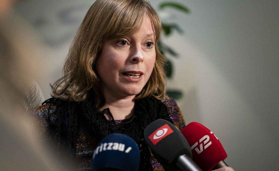 Kirkeminister Joy Mogensen (S) har haft svært ved at bestemme sig for, om landets kirker skulle være åbne i påsken.