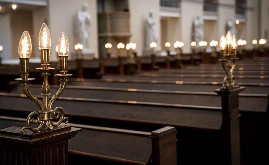 """""""Så har vi endnu et argument for at lukke kirkerne, for nu kan folk jo bare streame gudstjenesten i de større bysogne. Hvorfor så holde liv i den gamle middelalderbygning,"""" skriver sognepræst"""