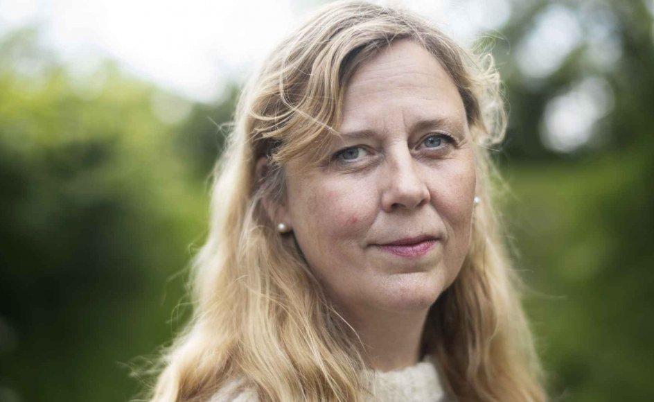 Camilla Sløk er som teolog og lektor i ledelse og etik ved Handelshøjskolen CBS i København selv en kombination af eksistens og business. Hun håber, at flere ledere vil erfare, at man med fordel kan have blik for både mennesket i medarbejderen og arbejdsopgaven på samme tid. – Foto: Julie Meldhede Kristensen.