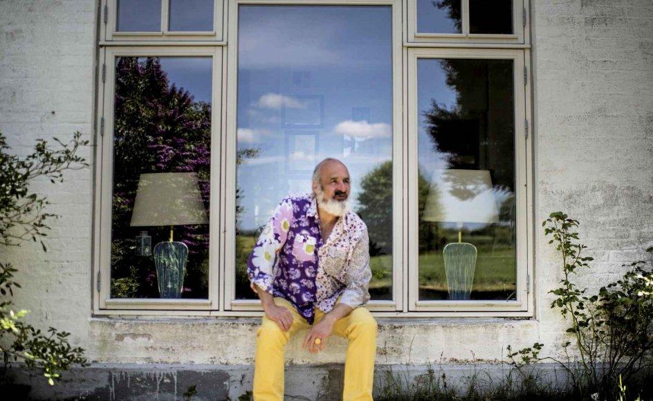 """""""Jeg har været dér, hvor nogle mennesker aldrig kommer tilbage fra. Enten fordi de ikke giver sig selv lov til at komme videre i livet, eller fordi deres omgivelser bremser tilløbene. Det sidste har jeg heldigvis ikke mødt. Men jeg har været blind for min egen begrænsning,"""" siger Jesper Buhl. – Foto: Tim Kildeborg Jensen/Ritzau Scanpix."""