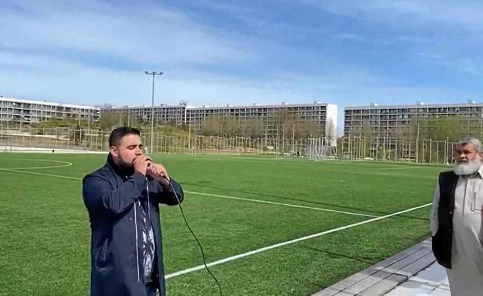 Det omdiskuterede bønnekald, som satte gang i det blå forslag, fandt sted på en fodboldbane i Gellerupparken nær Aarhus, hvor Fredens Moské kaldte til bøn over en højtaler.