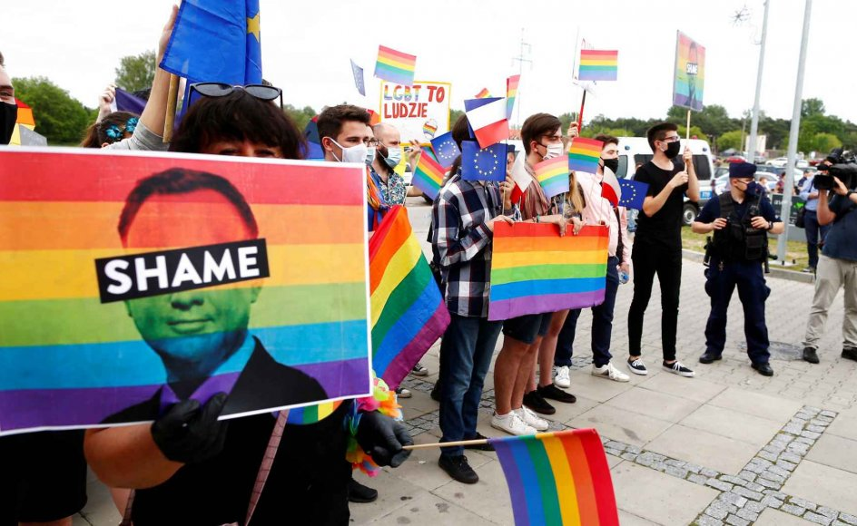 Indtil videre har 40 kommuner vedtaget ikke-bindende beslutninger mod LBGT-personer ved at erklære kommuner for LGBT-frie zoner.