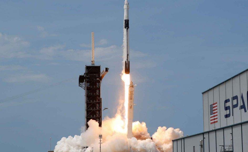SpaceX er det første private firma nogensinde til at stå for opsendelsen af astronauter.