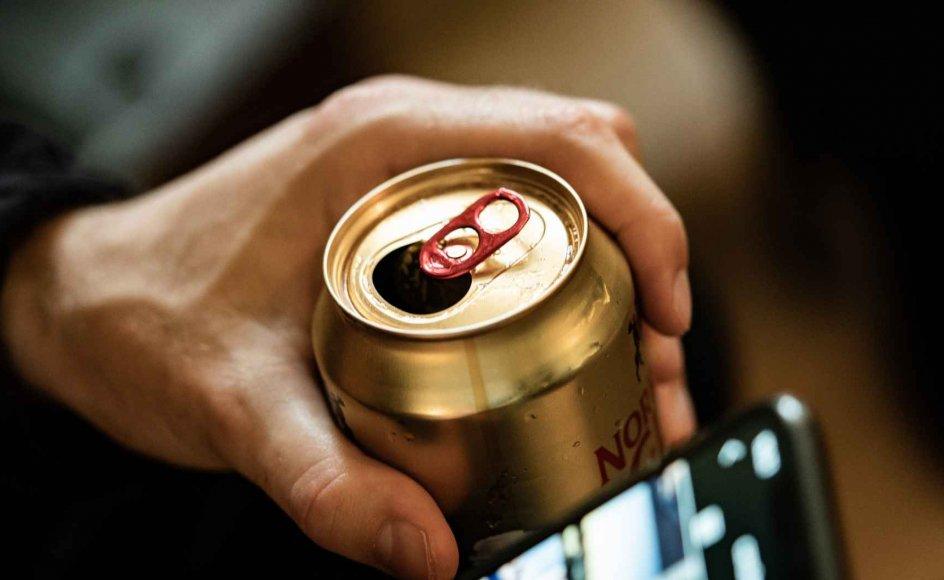 Danmark er ét af kun fem lande i EU, som holder fast i, at 16 årige kan købe alkohol. (Arkivfoto)
