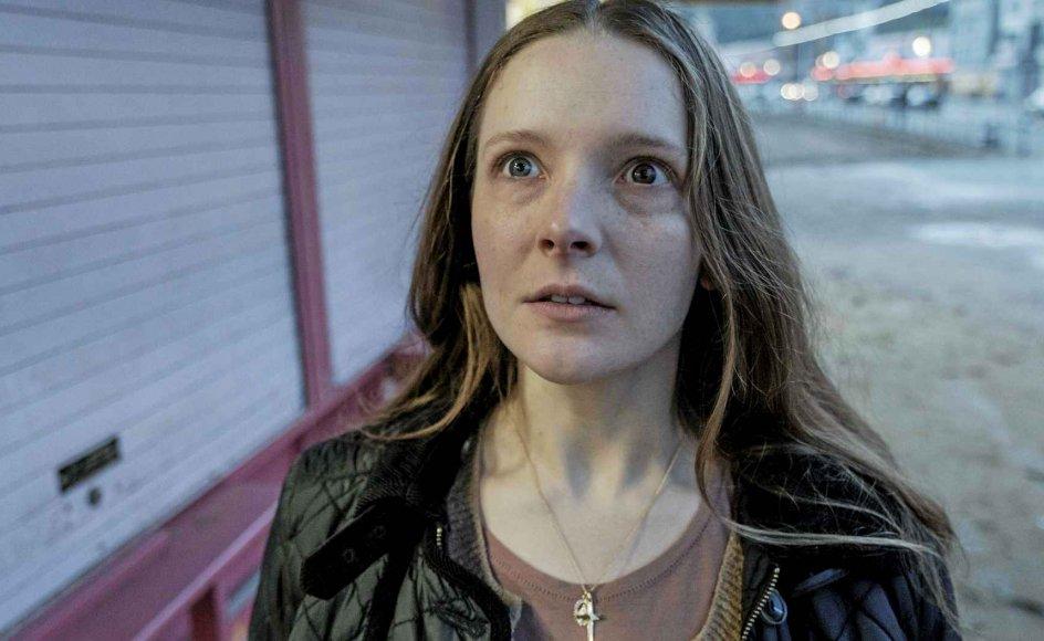 Maud, spillet af Morfydd Clark, er nærmest vanvittigt optaget af at ville være en helgen. – Foto: Angel Films.