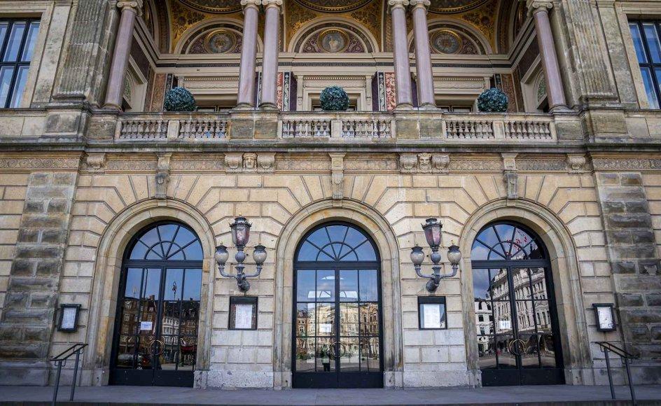 Ud over at sikre teatret en årlig bevilling på mere end 500 millioner kroner de næste fire år, åbner den nye aftale også op for, at Det Kongelige Teater fremover kan spille flere musicals, end teatret har kunnet hidtil.