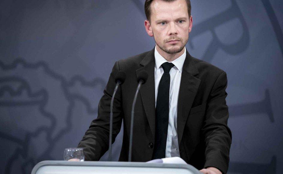 Beskæftigelsesminister Peter Hummelgaard (S) er tilfreds med, at ny aftale åbner for, at hjælp til virksomheder kan nå hurtigere frem.
