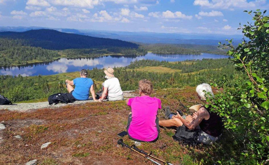På denne vandrerejse opleves den smukkeste norske natur blandt majestætiske fjelde, dybe dale, et rigt dyre- og planteliv samt dyb ro og stilhed.